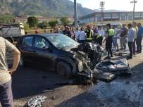 MERKEZ EFENDİ - Manisa'da Zincirleme Kaza Açıklaması 1 Ölü, 6 Yaralı
