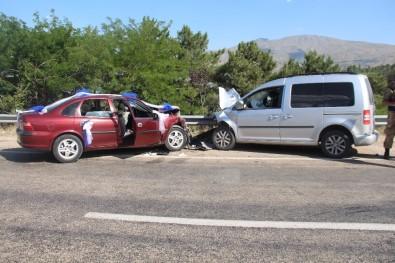 Önce Çocuğa Daha Sonra Otomobile Çarptı Açıklaması 3'Ü Çocuk 6 Kişi Yaralandı