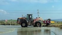 ŞİDDETLİ YAĞIŞ - Tekirdağ'da Şiddetli Yağış Ulaşımı Aksattı