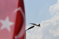TÜRK YILDIZLARI - Türk Yıldızları'ndan Yalvaç'ta Nefes Kesen Gösteri