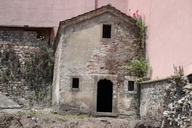 Asırlık Tarihi Ambar Çevresindeki Binaların Yıkılmasıyla Gün Yüzüne Çıktı