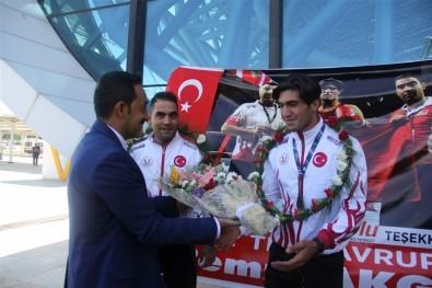 Avrupa Şampiyonu Remzi Akgül'e Coşkulu Karşılama