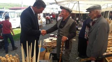 Başkan Kaya, Halk Pazarını Gezdi