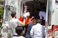 YOLCU OTOBÜSÜ - Bingöl'de Yolcu Otobüsü Kamyonla Çarpıştı Açıklaması 8 Yaralı