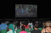 PATLAMIŞ MISIR - Erdemli'de Yazlık Sinema Günleri Başladı