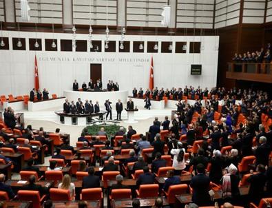 Erdoğan'ın yemininde CHP'liler ve İYİ Partililer ayağa kalkmadı