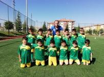 KAZıM KURT - Futbol Yaz Okullarında Çalışmalar Devam Ediyor