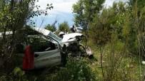 Hafif Ticari Araç Şarampole Yuvarlandı Açıklaması 2 Ölü, 13 Yaralı