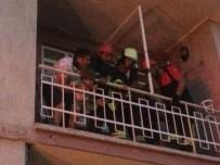Kafasını Balkon Demirlere Sıkıştıran Çocuğun İmdadına İtfaiye Yetişti