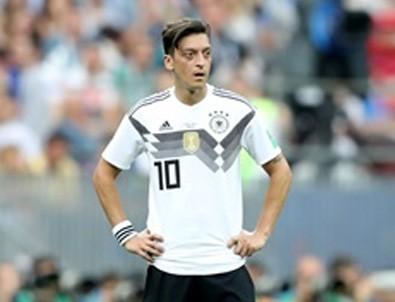 Mesut Özil milli takımı bıraktı iddiası