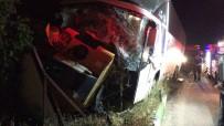 Otobüsle Traktör Çarpıştı: 2 Ölü, 3 Yaralı