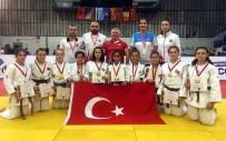 ALTIN MADALYA - Salihlili Judocu Balkan Şampiyonu Oldu