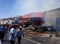 İŞ MAKİNESİ - Şanlıurfa'da Gıda Deposunda Yangın