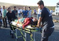 HARRAN ÜNIVERSITESI - Şanlıurfa'da Minibüs Devrildi Açıklaması 11 Yaralı