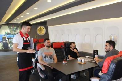Uçak Merakını Kafeteryasında Gerçekleştirdi