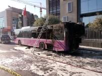 KıSıKLı - Üsküdar'da Servisten Çıkan Belediye Otobüsü Alevlere Teslim Oldu