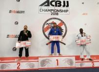 KUZEY KIBRIS - Yakın Doğu Üniversitesi Brazilian Jiu Jitsu Takımı Başantrenörü Dünya Şampiyonu