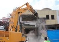 NİKAH SALONU - Bolu'da 45 Yıllık Belediye Binası Törenle Yıkıldı