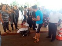 DUVAR KAĞIDI - Hastane önünde yürek burkan görüntü