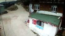 Hortumun Çatıları Uçurma Anı Güvenlik Kamerasında
