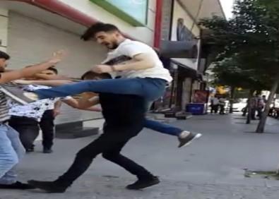 Kıza laf attın kavgası kamerada!