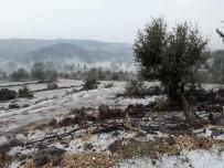 DOLU YAĞIŞI - Sağanak Yağmur Ve Dolu Tarım Arazilerine Zarar Verdi
