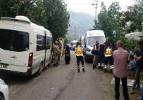 Trabzon'da Minibüs Duvara Çarptı Açıklaması 17 Yaralı