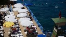 KONYAALTI SAHİLİ - Antalya'da Deniz Keyfi