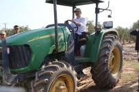 UĞUR AYDEMİR - Bakan Pakdemirli Tarlaya İndi, Traktör Kullandı