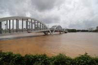 YAĞIŞ UYARISI - Hindistan'da Heyelan Felaketi Açıklaması 27 Ölü