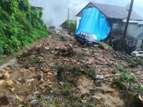 ÇÖKME TEHLİKESİ - Rize'nin Pazar Ve Ardeşen İlçesinde Dün Gece Yağan Yağmurun Ardından Selin Tahribatı Ortaya Çıkıyor