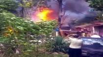 YANGIN HELİKOPTERİ - Sultangazi'de Korkutan Yangın
