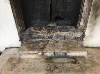 CEMIL AYDıN - Tarihi Kapısı Ateşe Verilen Hatice Sultan Türbesi Madde Bağımlılarının Mekanı Oldu