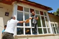 KAÇAK GÖÇMEN - 80 Kaçak Göçmeni Metruk Eve Kilitleyip Kaçtılar
