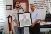 ERDAL TOSUN - Burhaniyeli Genç Yetenekten Başkan Uysal'a Hediye