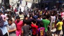 MİLLİ KÜTÜPHANE - Gazzeli Gençler Vurulan Kültür Merkezinin Enkazında Sahne Aldı