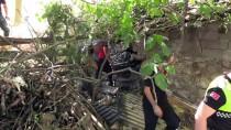 TUANA - Hafif Ticari Araç Samanlığın Çatısına Düştü Açıklaması 6 Yaralı