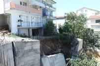 İNŞAAT FİRMASI - İnşaatın İstinat Duvarı Çöktü, 2 Bina Boşaltıldı