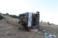 İŞÇİ SERVİSİ - İşçi servisi şarampole yuvarlandı: 2'si ağır 26 yaralı