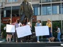 POLİS KARAKOLU - Kosova'da Kadınlara Uygulanan Şiddet Protesto Edildi