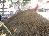 KANALİZASYON ÇALIŞMASI - Okul Bahçesindeki Kanalizasyon Kazısında 2 Testi Bulundu
