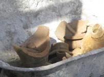 KANALİZASYON ÇALIŞMASI - Okul Bahçesindeki Kazısında 2 Tarihi Testi Bulundu