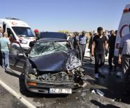 KıRıM - Otomobil İle Hafif Ticari Araç Çarpıştı Açıklaması 3 Yaralı