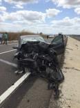 Otomobil Traktöre Çarptı Açıklaması 2 Yaralı