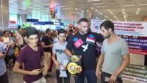 MESUT ÖZİL - Suriye Asıllı Boksör Charr, Türkiye'ye Geldi