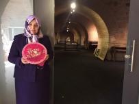 İSLAM ESERLERİ - Türk Kadınlarının Nakışları 2'Nci Elizabeth'in Sarayını Süslüyor