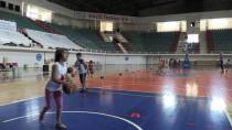 MEHMET ÇIÇEK - Diyarbakır'da Binlerce Çocuk Yaz Spor Okullarıyla Sosyalleşiyor