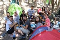 BAYRAM HEDİYESİ - Hafta İçi İşe Gidiyorlar, Hafta Sonu Ormanda Kamp Yapıyorlar