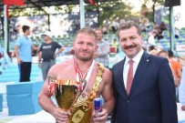 YAĞLI GÜREŞLER - Kurtdereli Güreşlerinde Şampiyon İsmail Balaban