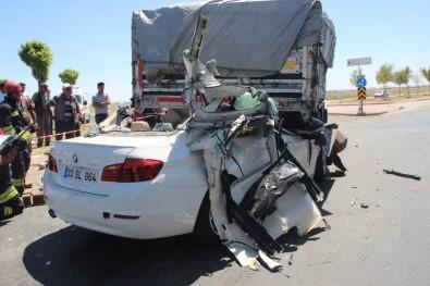 Lüks otomobil tıra ok gibi saplandı! 2 ölü, 2 ağır yaralı